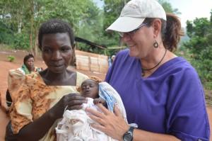 Gail with preemie at Uganda clinic-2